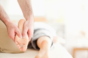 Foot-Massage_ThinkstockPhotos-135549754